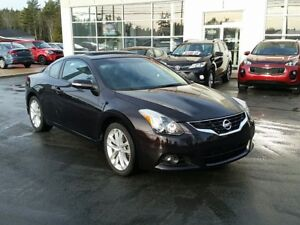 2012 Nissan Altima 3.5 SR Mint. Leather Roof Low Millage