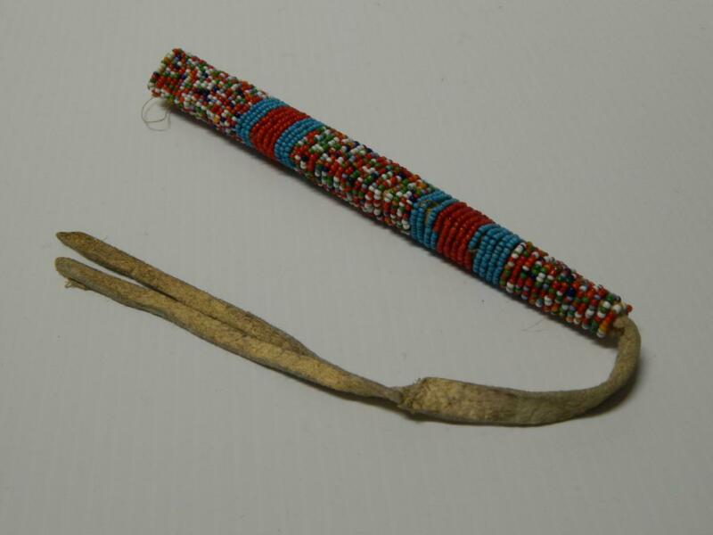 ANTIQUE VINTAGE CROW N. PLAINS INDIAN BEADED AWL CASE SINEW SEWN WHITE HEARTS