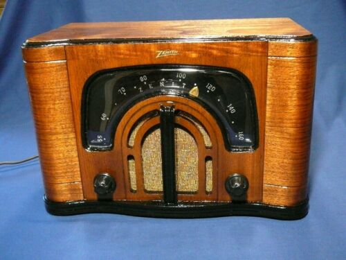 Zenith 6D629 Consol-Tone Wood Radio with Boomerang dial and Unique Presentation