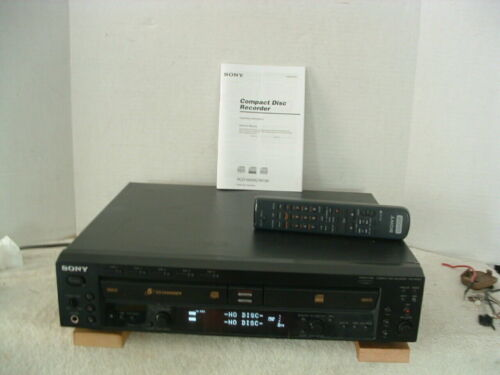 SONY RCD-W500C 5 Disc CD Changer & Recorder with remote and manual, TESTED