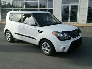 2012 Kia Soul 1.6L Auto. Air, heated seats. New tires!!