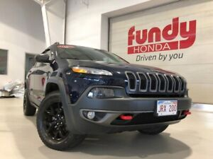 2016 Jeep Cherokee Trailhawk w/pano sunroof and heated steering