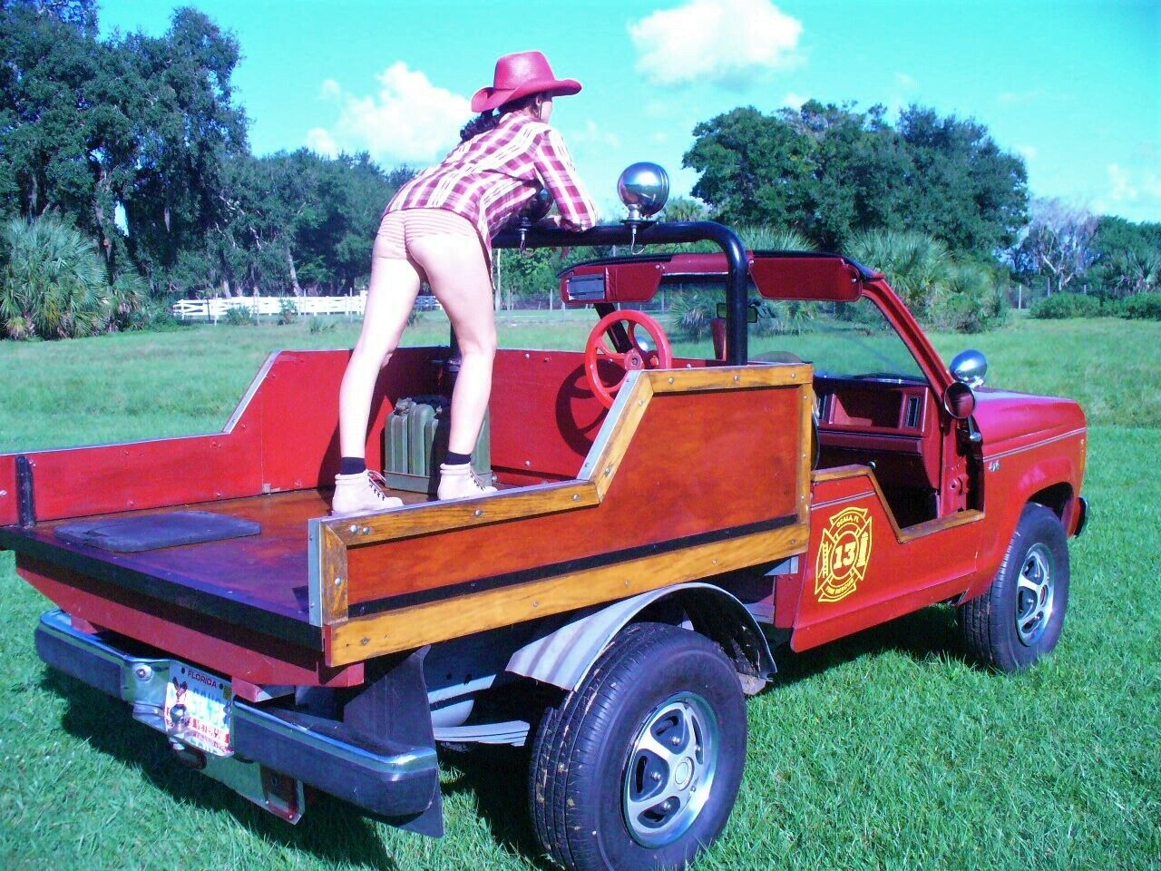 1985 Ford bronco fire rescue show truck  LOW MILAGE 52.000