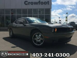 2017 Dodge Challenger SXT WITH NAV, LEATHER & SUNROOF