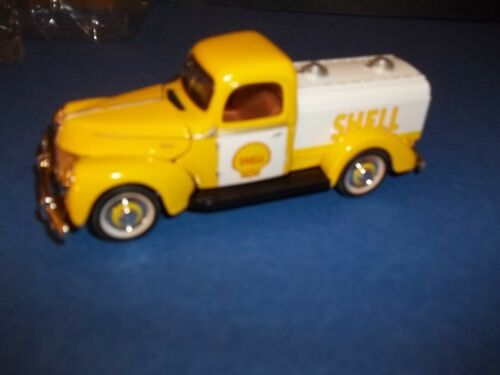 SHELL GASOLINE AND MOTOR OIL TRUCK  ITEM # 9520 DIE CAST TRUCK.