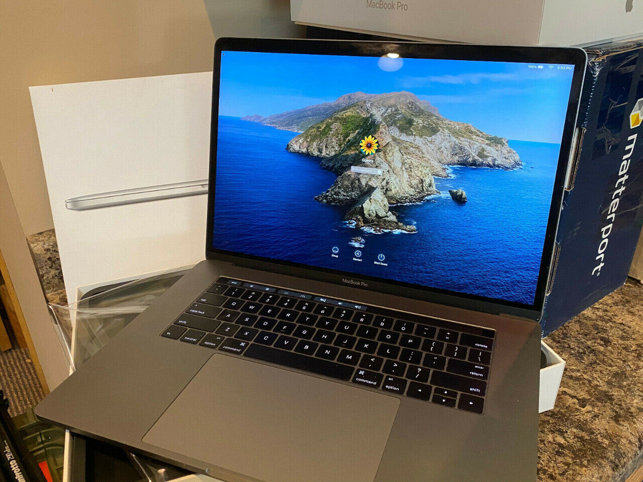 Macbook pro 15 space gray touchbar 2.9 ghz i7 16gb ram 2tb radeonpro 560 4gb