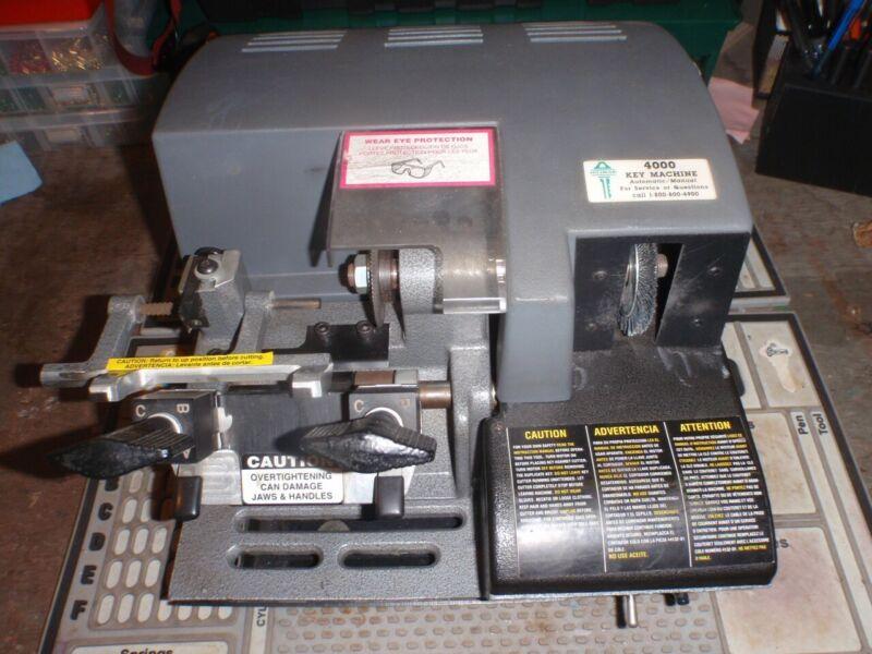 Hillman 4000 Automatic/Manual Duplicating Key cutting machine