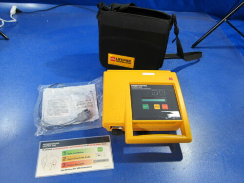 Medtronic Physio-Control 3005400-320 Lifepak 500 AED w/ Carrying Case