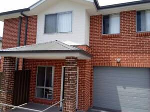 new town house walk 7 minutes to toongabbie station, own bathroom Girraween Parramatta Area Preview