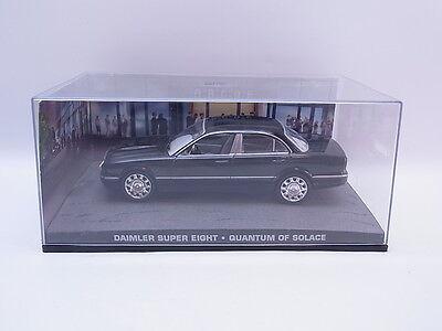 Quantum Vitrine (LOT 38650 Daimler Super eight 1:43 James Bond Quantum Trost Modellauto Vitrine)