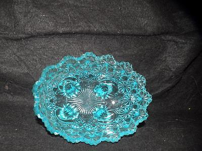 ANTIQUE  EAPG  PATTERN GLASS  DAISY & BUTTON FOOTED OVAL  BOWL AQUA BLUE