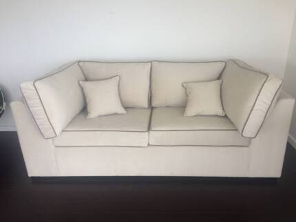 Sofa Bed   Double Size In Good Condition   FREE Delivery