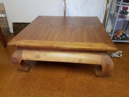 TIMBER OPIUM COFFEE TABLE IN GOOD CONDITION