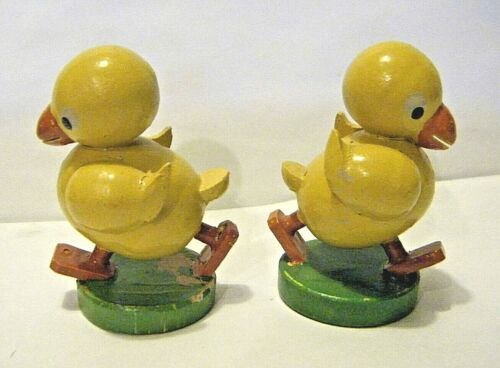 "Pair Vintage 1950s Schutzmerke East Germany Easter Chicks Wood 1 3/4"" Erzgebirge"