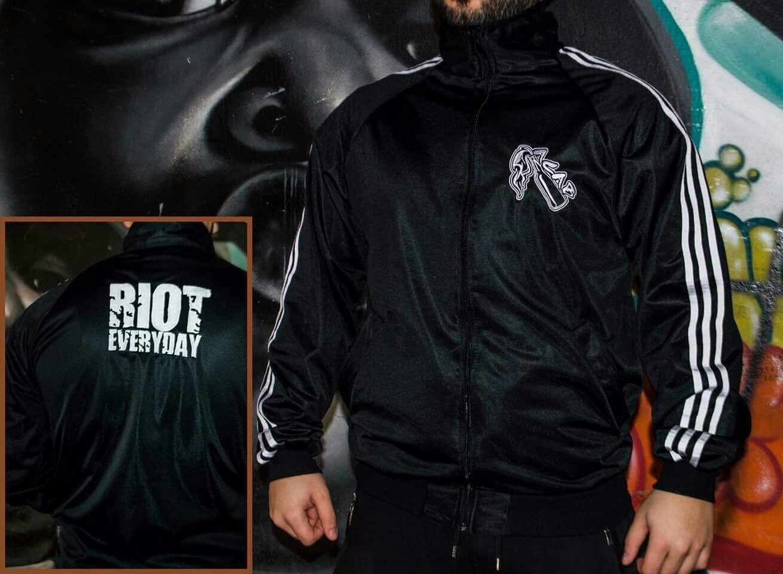Ein muss für jeden Fußballfan - Pullover-Hoodie-Sweatshirt- Kapuze-Pyro-Hooligan