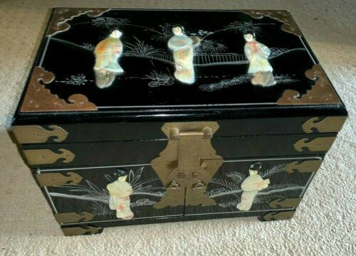 Beautiful Lacquered Asian Oriental Large JEWELRY BOX with Raised Mother-of-Pearl