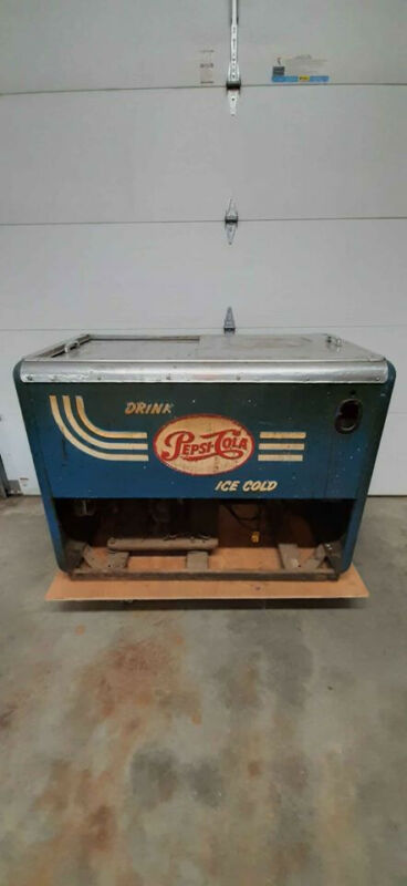 1950s Vintage Quikold 1400WD Pepsi Cooler Ice Chest