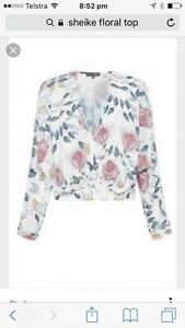 Sheike size 16 floral top Thornton Maitland Area Preview