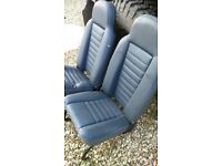 x2 Defender seats + x1 foldable middle stool