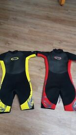 KIDS WETSUITS SIZE K15 ( APPROX AGE 9 - 12) vgc