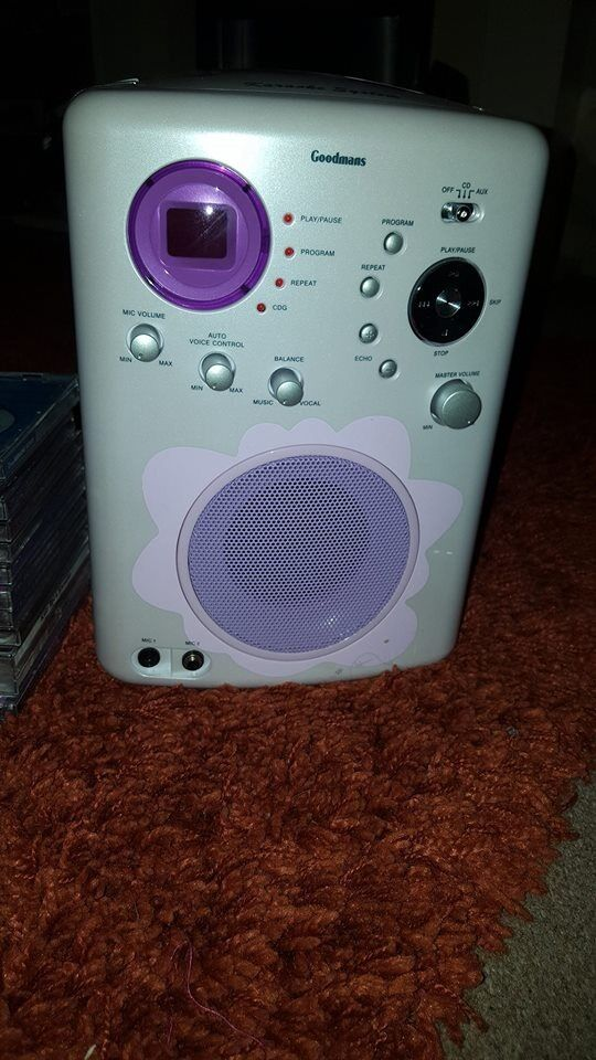 Karaoke machine with 11 karaoke music cd`sin Penlan, SwanseaGumtree - Karaoke machine very good condition, doesn`t have microphones, but cheap enough to buy. It comes with 11 karaoke cd`s also, 40ono