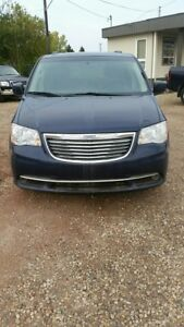 2015 Chrysler Town & Country ONLY $ 16,887
