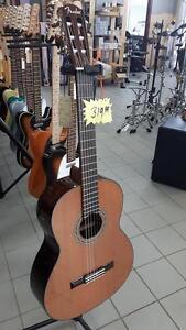 Classique Fender CN140S Fender 0960327021 Top solide