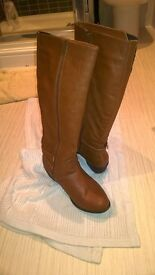 New look pair of boots size 6