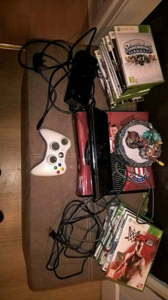 Xbox 360 2.9gb with Kinect, Skylanders, 15 Games & 1 Control Pad
