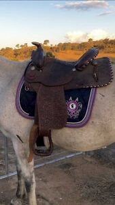 Beautiful leather Circle Y western saddle Burra Queanbeyan Area Preview