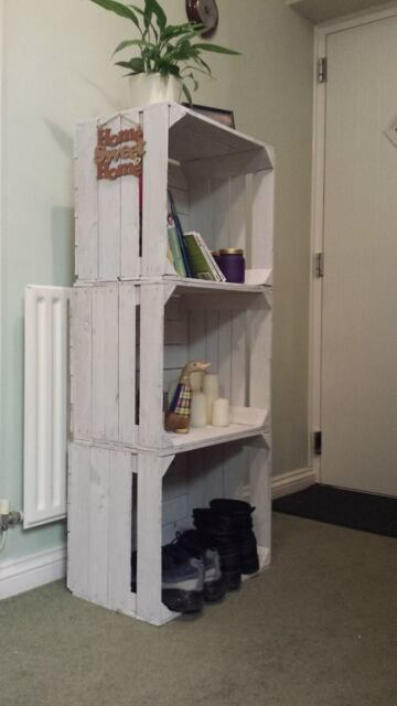 3 X WHITE PAINTED VINTAGE WOODEN APPLE CRATES SHELVING DISPLAY UNIT BOOKCASE -