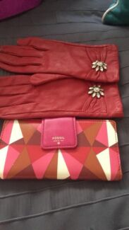 fossil ladies wallet and matching designer gloves