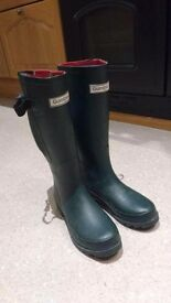 Wellie boots size 4 Gumbies