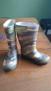 kids camo rubber boots, size 9 Peterborough Peterborough Area image 1