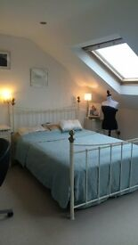 Lovely, clean, quiet and private room in cosy house.