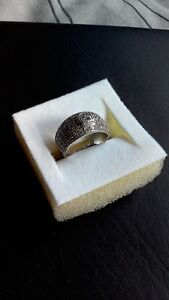 platinum ring with diamonds Landsdale Wanneroo Area Preview