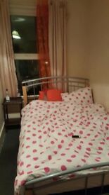 £650 all inclusiv Ensuit room / studio in bedsit