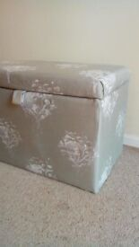 Storage box ottoman