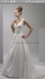 Classic Ivory wedding dress size 14 never worn or altered