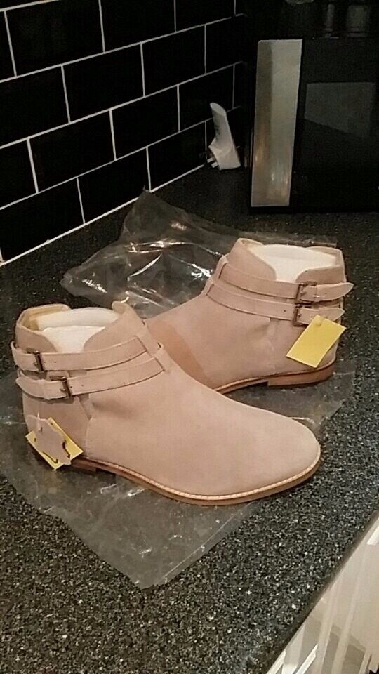 Ladies real suede boots brand new with tags on