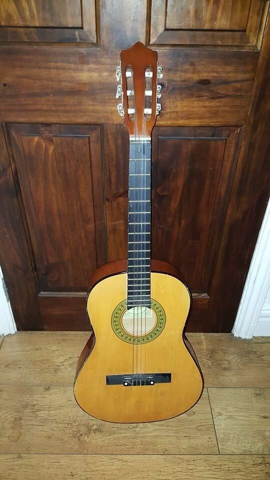 Herald Guitar (Needs 2 new strings other than that spot on)