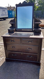 Vintage/antique styled dressing table with drawers and mirror (delivery available)