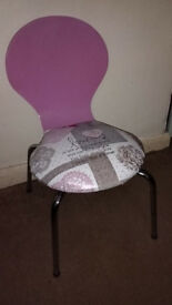 KIDS PINK CHAIR WITH SEAT COVERED IN PRETTY HEART DESIGN – W32 X D34 X H58CM (32CM FLOOR TO SEAT)