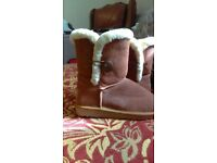 Ugg bailey buttons worn once size 6