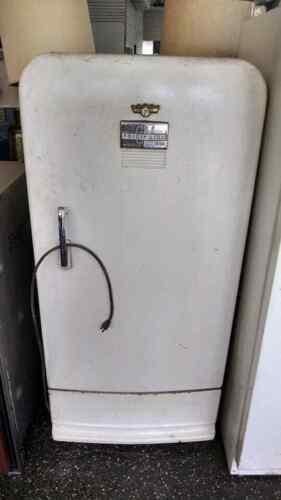 Vintage 1940s/1950s Frigidaire General Motors Refrigerator