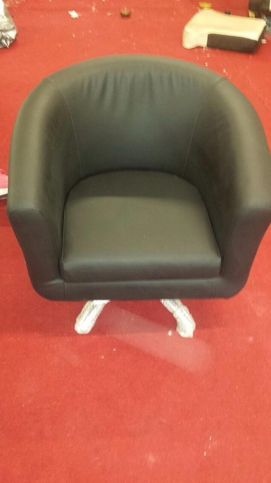 Brand new leather swivel tub chair in nelson lancashire for Leather swivel tub chair