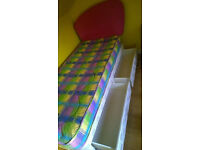 Single duvet bed // 2 drawers // mattress // head board. Used but in good condition.