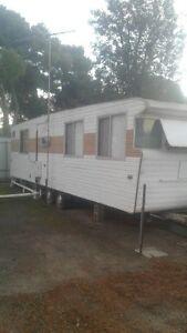 30 ft coronet van , shower, vanity, separate toilet. Berri Berri Area Preview
