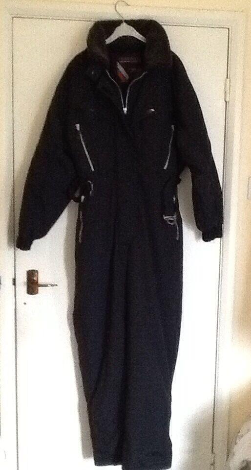 Ski suit ladies black size 12 in perfect condition