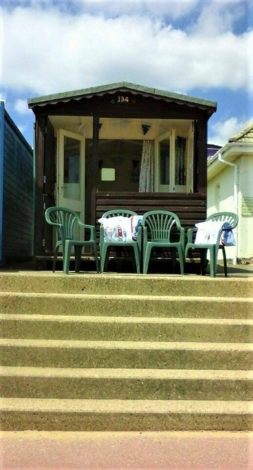 BEACH HUT DAY HIRE SOUTHCLIFF PROMENADE WALTON ON THE NAZE ESSEX | in  Walton On The Naze, Essex | Gumtree